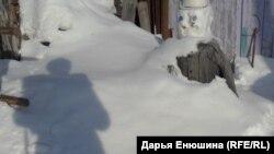 Снеговик возле дома Жуковых