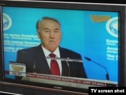 Президент Казахстана Нурсултан Назарбаев выступает на сессии Ассамблеи народа Казахстана. Иллюстративное фото.