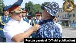 IIV mulozimlari¸ ishdan olinganlar orasida IIV Qorovul qo'shinlari qo'mondoni, general-mayor Dmitriy Pan ham borligini aytmoqda.