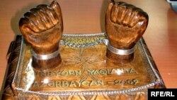Ադրբեջանում քաղաքական բանտարկյալների առկայությունը խորհրդանշող քանդակ