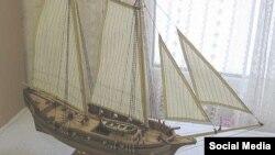 Модель яхты Transport Royal, принадлежашей Петру I, изготовленная Станиславом Овсянниковым, фото - сайт мастера