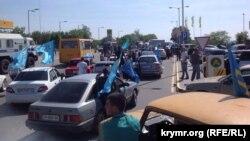 Учасники автопробігу 18 травня 2015 року в Сімферополі