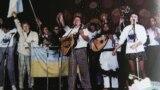 Учасники першого фестивалю «Червона рута» (зліва направо): «Брати Гадюкіни», Віктор Морозов, Василь Жданкін, Марта Лозинська. Чернівці, 1989 рік