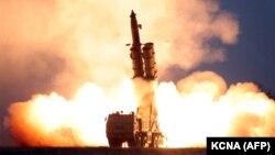Тестовый запуск ракеты в КНДР. Иллюстративное фото