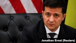 Зеленський додав, що зміст дзвінків між президентами незалежних країн не повинен публікуватися, бо «є геополітика, є якісь плани»