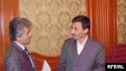 Вазири энержии Эрон Сайид Парвизи Фаттоҳ (аз рост) дар Душанбе, 10 ноябри 2007