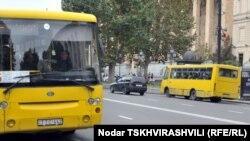 Между тем жители Тбилиси вынуждены платить больше за проезд в городском транспорте из-за некоторых решений тбилисской мэрии