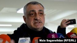 Վրաստան - Մամուկա Խազարաձեն զրուցում է լրագրողների հետ, արխիվ