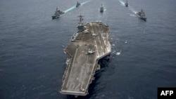 """Японские эсминцы """"Асигара"""" и """"Самидаре"""", а также эсминцы США """"Уэйн Мейер"""" и """"Майкл Мёрфи"""" сопровождают авианосец """"Карл Винсон"""""""