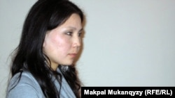 Инга Иманбаева, журналист и молодежный активист, на заседании суда. Алматы, 13 января 2010 года.