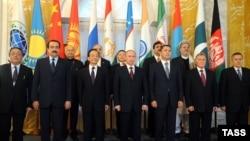 Fotografi arkivi e shteteve pjesëmarrëse të Organizatës së Bashkëpunimit të Shangait ku Rusia e ka ndihmuar Pakistanin që të anëtarësohet