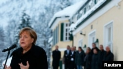 Германи - Christian Social Union партин гуламе еана Меркел Ангела ю журналисташна хьалха къамел деш. Мюнхенна уллехь Iуьллу Wildbad Kreuth садоIу меттиг, Дечкен-бутт, 20, 2016