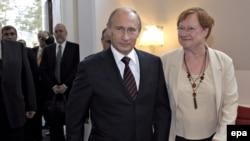 Премьер-министр Владимир Путин встретился в Хельсинки с президентом Финляндии Тарьей Халонен, 3 июня 2009