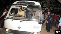 Пакистанська поліція супроводжувала мікроавтобус, на якому родина Усами бін Ладена виїздила до аеропорту