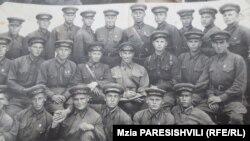 Курсанты училища. Берадзе в среднем ряду первый справа. 1941 г., январь