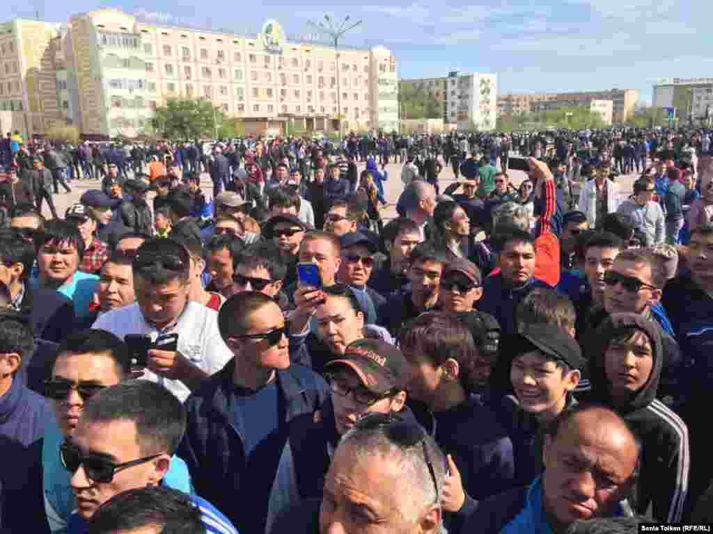 Среди собравшихся на митинге было много молодежи.