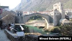 Pogled na Mostar i Stari most