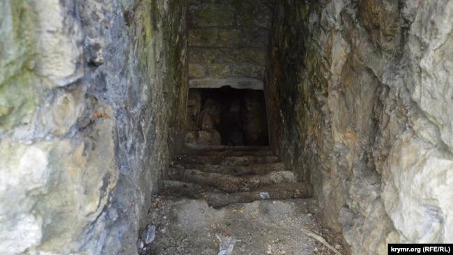 Вход в подземный грот