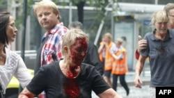 Пострадавшая во время взрывов женщина. Осло, 22 июля 2011 года.