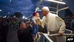 Fotografi arkivi e Papa Françeskut