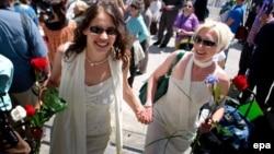 Arxiv foto: Kaliforniyada homoseksualların nikahı