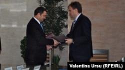 Premierul Vlad Filat cu Evgeny Sevciuk la negocierile de la Tiraspol