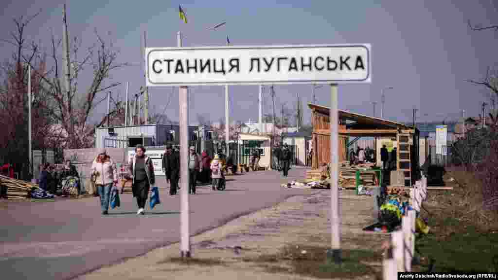 КПВВ «Станиця Луганська» у день виборів працював у штатному режимі. Хоча людей із непідконтрольної територіїйшло менше, ніж зазвичай
