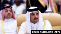 شیخ تمیم بن حمد آل ثانی در تماس تلفنی با رئیس جمهور ایران گفته که «آغوش قطر برای تعامل و همکاری باز است».