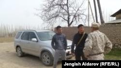 Сох анклавы менен чектешкен Чарбак айылы. Январь, 2013-жыл.