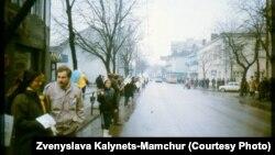 «Живая цепь» в Ровно. Фото предоставила Звенислава Калинец-Мамчур