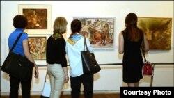50 картин 50 художников составили одно выставочное пространство, в котором разные поколения, видения, настроения и жанры гармонично соседствуют друг с другом
