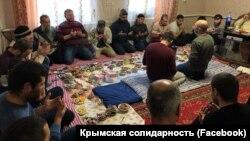 Canköy rayonınıñ Qalay köyünde apiske alınğan qırımlı musulmanlar içün dua. 2019 senesi dekabrniñ 30-ı