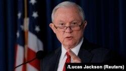 جف سشنز، وزیر دادگستری آمریکا، عنوان کرده که تشکیل این گروه پاسخی به انتقاداتی است که از باراک اوباما رئیسجمهور پیشین آمریکا میشود.