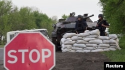 Forcat e shërbimeve të sigurisë së Ukrainës në një pikë kontrolli afër qytetit Sllovjansk
