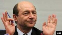 Prezident Trayan Baseskunun fikrincə, münasibətlər təkcə rumın mebeli və neftlə məhdudlaşmamalıdır