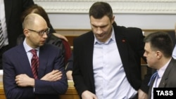 Ukraine -- (L-R) Arseny Yatsenyuk, Vitali Klitschko and Oleh Tyahnybok attend a parliament session in Kyiv, February 27, 2014