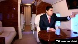 "Президент Туркменистана Гурбангулы Бердымухамедов на борту вертолета ""Ми-17"" (архивное фото)"