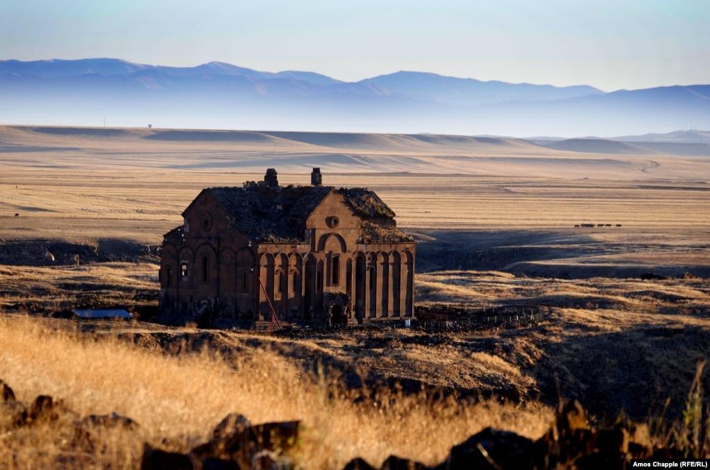 В Турции начались работы по реставрации тысячелетнего армянского храма