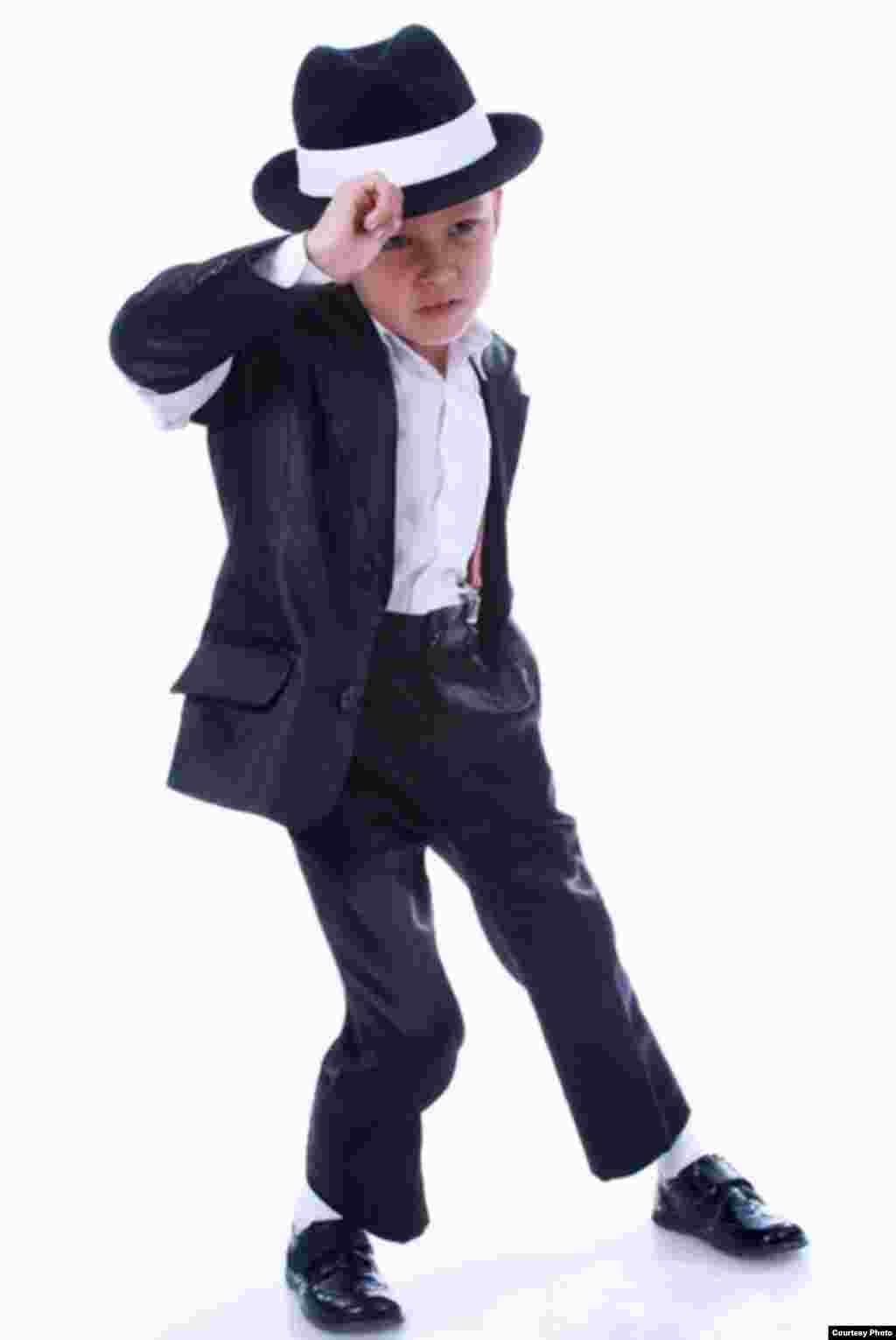 Ермек Балжігіт, 9 жаста. Рэп әншісі. Жеті жасында Алматы циркінде жеке концертін өткізді.