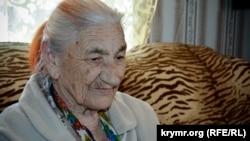 Qırımtatar milliy areketiniñ veteranı Nuriye apte Biyazova. Qırım.Qarasuvbazar. Arhivden alınğan fotosuret