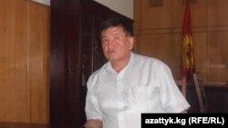Сооронбай Жээнбеков губернатор болуп турган учурда тартылган сүрөт. 2010-жыл, август айы.
