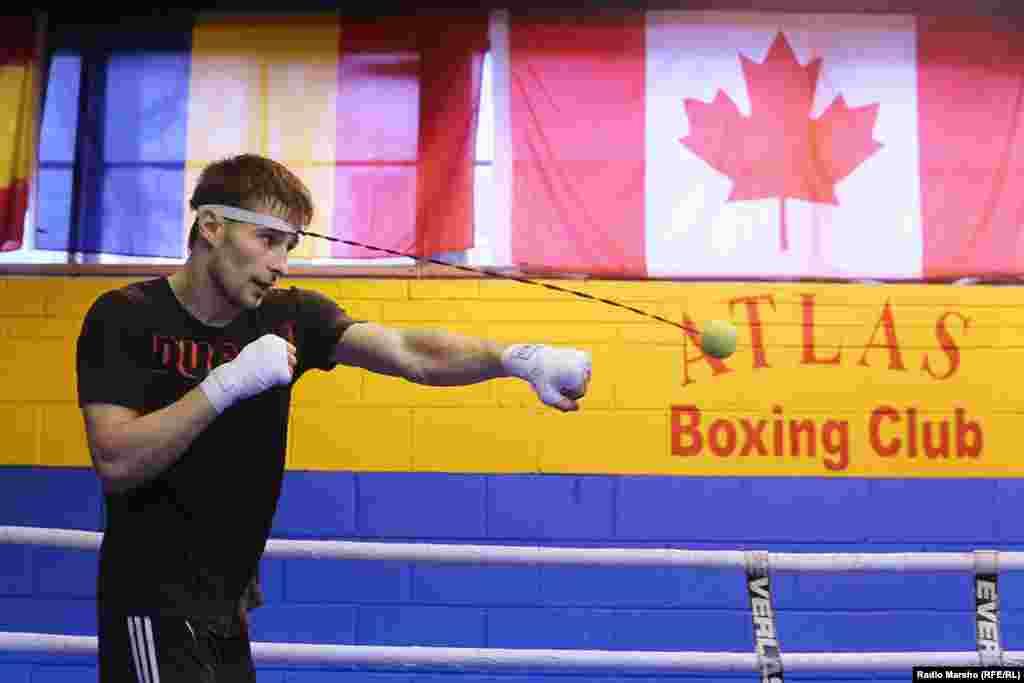 Артур Биярсланов – (22 апреля 1995 года, Дагестан, Россия) - канадский боксёр чеченского происхождения, чемпион Канады.