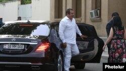 Armenia - Gagik Tsarukian arrives for a court hearing on his pre-trial arrest sought by prosecutors, Yerevan, June 17, 2020
