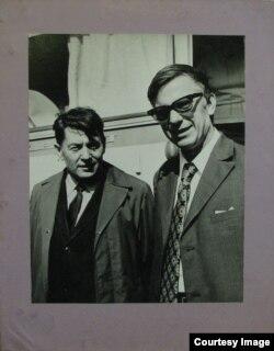 Разам з Васілём Быкавым. 1973 г.