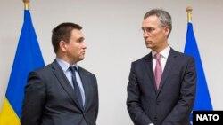 Міністр закордонних справ України Павло Клімкін та голова НАТО Єнс Столтенберґ під час зустрічі у Брюсселі. 29 січня 2015 року