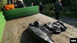 Демонтаж пам'ятника радянському генералові Івану Черняховському у Пенєнжно на півночі Польщі, вересень 2015 року
