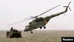 «Дала қыраны» жаттығуына қатысып жатқан әскери техника. Алматы облысы, 24 тамыз 2010 жыл.