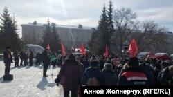 """Участники митинга """"против беспредела в сфере ЖКХ"""" в Омске"""