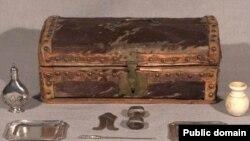 Набор для обрезания. XVIII век. Wikipedia.