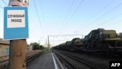 Російська військова техніка на вантажному потязі у Ростовській області, 23 травня 2015 року